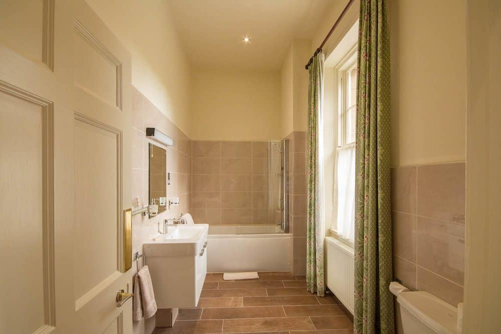 Deluxe Ensuite Bathroom